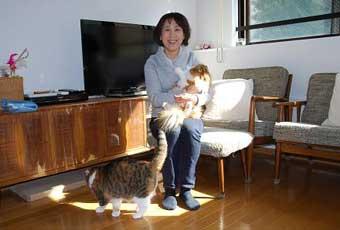 西田さんと愛猫のナナとココ どちらも女のコ